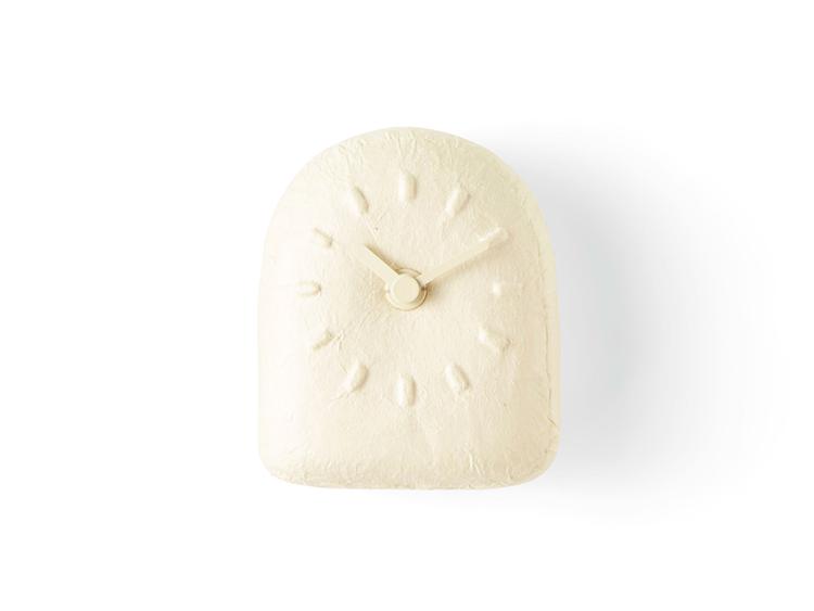 深澤直人さんがデザインした張り子の時計がとても可愛いんです。